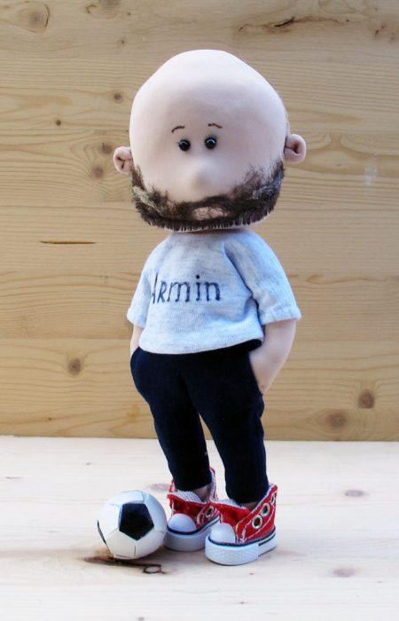 лысая кукла с бородой